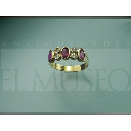 Sencillo anillo de rubís