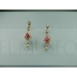 Bonitos pendientes de rubí y diamantes
