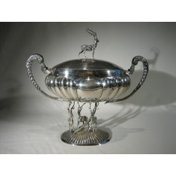 Importante sopera ovalada de plata